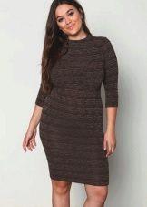 Трикотажное обтягивающее платье коричнвого цвета для полной девушки