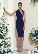 Платье футляр с необычным вырезом
