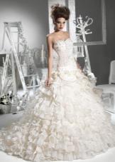 Свадебное пышное платье с заниженной талией