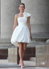 Платье-баллон на одно плечо