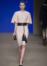 Платье футляр белое с поясом