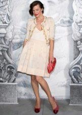 Платье а-силуэта Милы Йовович