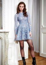 Голубое гипюровое платье а-силуэта
