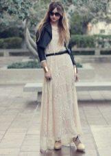 Гипюровое платье с пиджаком