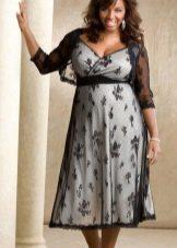 Гипюровое платье для полных с контрастной подкладкой