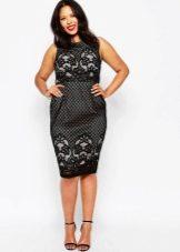 Гипюровое платье-футляр для полных