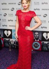 Красное платье из гипюра в пол