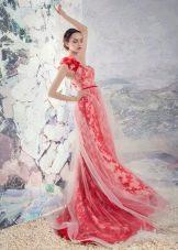 Свадебное красное платье из гипюра