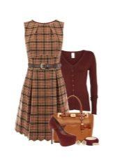 Клетчатое платье и аксессуары для женщин цветотипа Осень