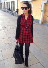 Красное платье в черную шотландскую клетку