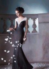Черное кружевное платье с белым