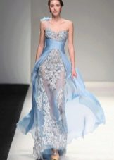 Голубое полупрозрачное кружевное платье