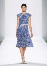 Голубое платье из кружева
