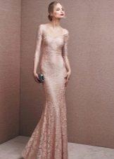 Кружевное платье телесного цвета
