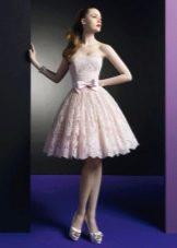 Кружевное пышное платье до колен