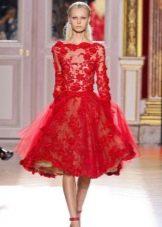 Кружевное пышное красное платье до колен