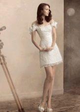 Кружевное платье с приспущенными плечами