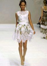 Белое летнее платье  с кружевом  короткое