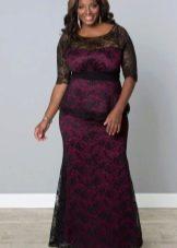 Кружевное платье футляр для полных черное