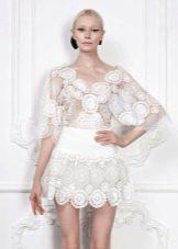 Короткое кружевное белое платье