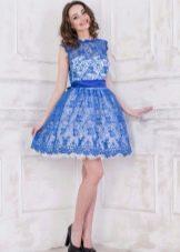 Пышное платье с кружевом