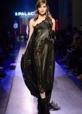 Платье с кружевной вставкой на одно плечо