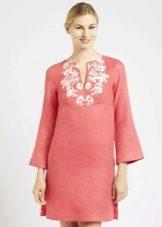Льняное трапецевидное платье с вышивкой