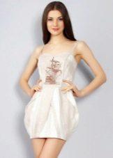 Короткое льняное платье с вышивкой