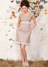 Льняное платье с кружевом по талии и подолу юбки