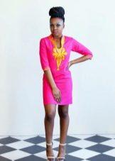 Ярко-розовое льняное платье с вышивкой