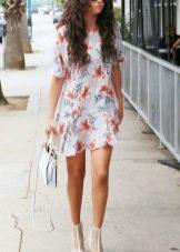 Короткое платье А-силуэта для полных