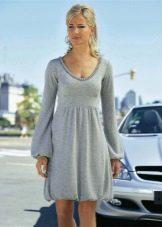 Вязаное платье-баллон из тонкой серой пряжи