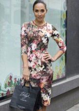 Платье-футляр средней длины с цветочным принтом