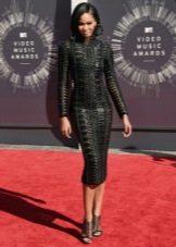 Черное платье-футляр с длинным рукавом