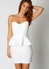 Белое платье-футляр бюстье