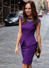 Платье-футляр с необычной баской