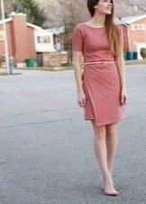 Платье-футляр с ассиметричным низом юбки
