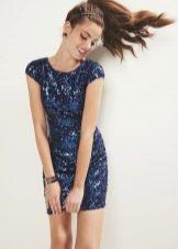Синее блестящее платье футляр