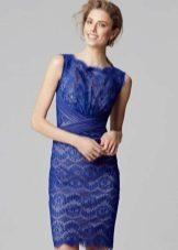 Синее кружевное платье футляр