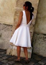 Короткое платье из неопрена с открытой спиной