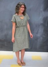 Однотонное серое платье из штапеля средней длины