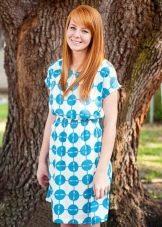 Белое в голубой горох платье из штапеля средней длины