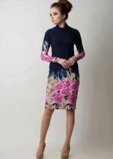 Темно-синее платье из вискозы с принтом на юбке