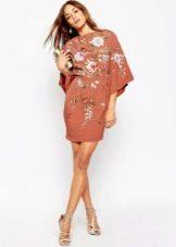 Кирпичное короткое кимоно с цветочным рисунком