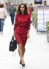 Бордовое платье-рубашка в деловом стиле