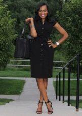 Черное деловое платье-рубашка