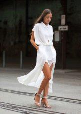 Белое длинное платье-рубашка