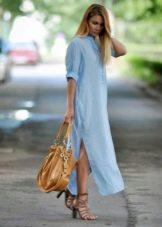 Длинное голубе платье-рубашка