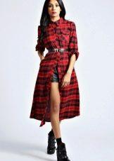 Красное платье-рубашка в клетку, ниже колена