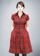Красное платье-рубашка в клетку длины миди